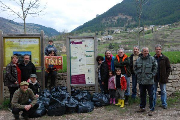 Nettoyage de berges d'Ispagnac - avril 2012
